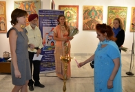 Lighting of ceremonial lamp at the opening of an exhibition of paintings E.Abramovoy the RCSC in New Delhi